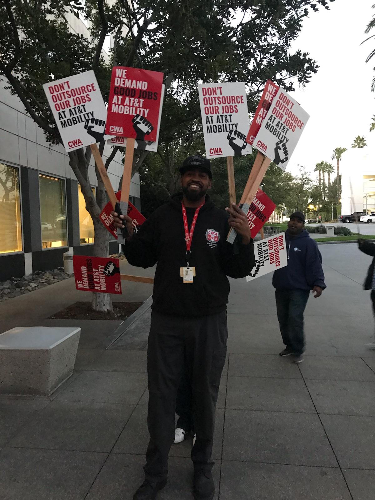 District 9 AT&T Mobility Informational Picket Action, January 22, 2018 | District 9